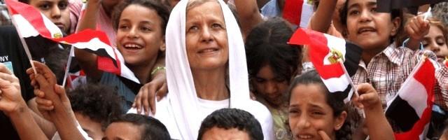 Maggie Gobran dejó su vida como empresaria para volcarse en los niños más pobres de los barrios coptos... educó a varios de los Mártires de la Playa
