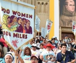 Cien mujeres, inmigrantes hispanas, caminan cien millas para recibir al Papa Francisco en Washington