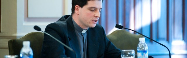 Nicolás Álvarez de las Asturias es catedrático de Historia del Derecho Canónico y el editor de la antología Redescubrir la Familia - Diagnóstico y Soluciones