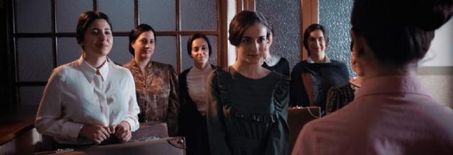 Fotograma de la película Poveda donde aparecen las primeras teresianas, pioneras en la promoción de la mujer