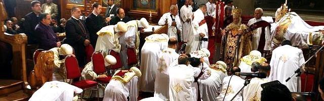 Obispos coptos de Egipto rinden homenaje a su anterior papa, Shenouda - el 10 por ciento de los egipcios son aún cristianos