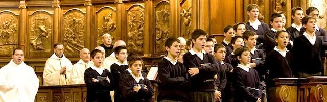 No existe ningún coro de voces blancas en el mundo que trabaje el repertorio gregoriano completo: de ahí la fama de la escolanía del Valle de los Caídos.