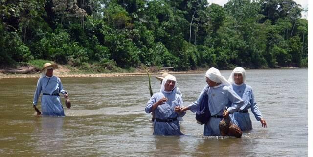 Las Misioneras de Jesús Verbo y Víctima, congregación fundada en Perú en 1961, sirven en los lugares donde no hay sacerdote