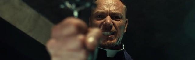 Un esforzado exorcista según la reciente teleserie de ficción de la cadena Fox... pero la estola, la cruz, la oración y el ritual se usan de verdad