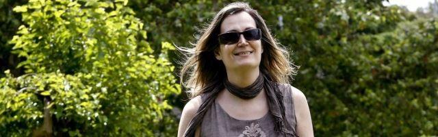 Charlotte Goiar -foto de La Voz de Galicia- lleva años diferenciando entre transexualidad y los verdaderos síndromes de desarrollo sexual