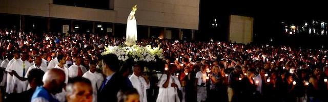 Procesión de la Virgen en Fátima, en uno de los pasajes documentales de la película, que incluye también una trama de ficción.
