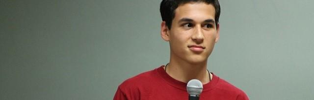 Este joven intentó suicidarse a los 16 años y a los 21 ha ayudado a numerosos adolescentes