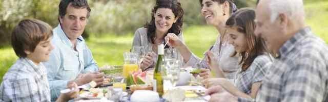 Comer en familia es una de las reglas benedictinas básicas, que los sociólogos confirman que es muy beneficiosa