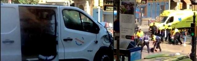 Esta furgoneta blanca ha causado más de 60 heridos en un atentado en las Ramblas de Barcelona