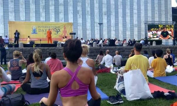 O yoga não é apenas um conjunto de exercícios corporais: envolve uma filosofia e aponta para uma religião, e nem é bom.  Foto: Notícias da ONU.