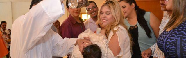 ¿Qué quedará de la parroquia cuando este bebé tenga 20 años? Solo un 8 por ciento de jóvenes son practicantes en España