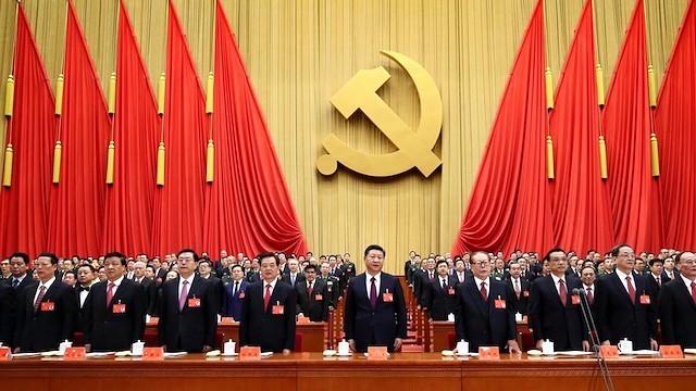 El último congreso del Partido Comunista Chino, en octubre, reiteró su aversión a la religión y su determinación de combatirla. En el centro de la imagen, Xi Jinping.
