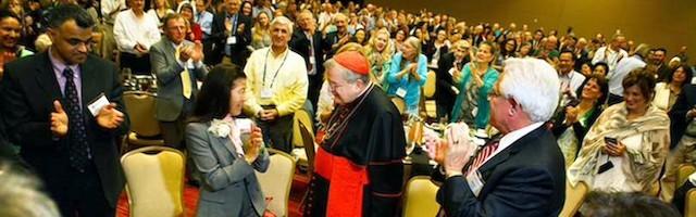 En los últimos años, el cardenal Burke ha multiplicado su presencia pública, llamado por fieles de todo el mundo.
