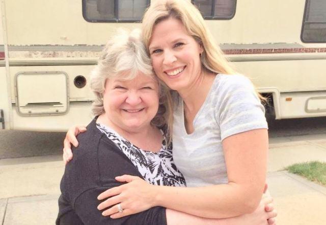 Louise McLean está encantada y feliz con su hija Dianalee, ya de 40 años