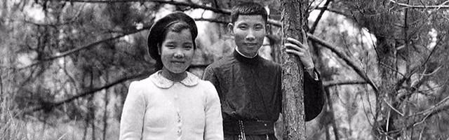 Marcelo Van, junto a su hermana pequeña.