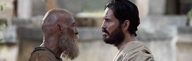 A la izquierda James Faulkner (San Pablo) y a la derecha Jim Caviezel (San Lucas)