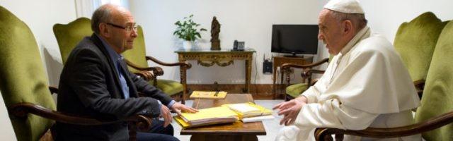 Dominique Wolton mantuvo 12 encuentros tranquilos con el Papa Francisco... y ahora se pueden leer