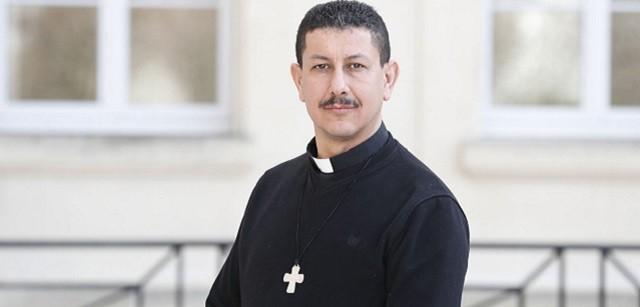 Paul Elie Cheknoun es vicario de una parroquia en Argel pero por seguridad debe regresar a Francia a menudo / Le Figaro