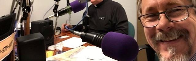 Bob Sullivan, durante una emisión de Spirit Catholic Radio, una emisora católica de Nebraska.