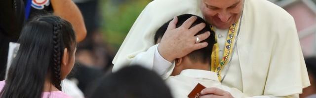 El Papa Francisco con niños de la calle de Filipinas - insiste en la cercanía, la acción y el trato con pequeños detalles