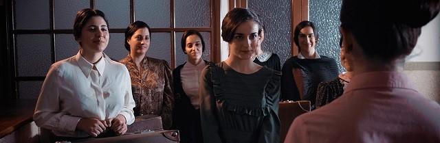 En la película Poveda aparecen las primeras residentes de la Residencia Teresiana, fundada un año antes que la Residencia de Señoritas