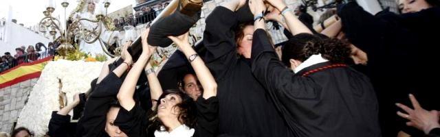 La devoción popular en España atrae a mucha población no practicante e incluso no creyente... ¿qué aleja al no creyente?