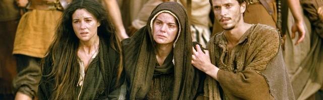 La Virgen María no solo hizo posible la Redención con su si al ángel: sufrió junto a la Cruz todos los padecimientos redentores de su Hijo.