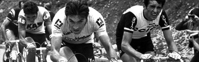 De izquierda a derecha, José Manuel Fuente, Eddy Merckx y Gianbattista Baronchelli, en el Giro de 1974.