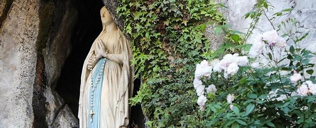 En Lourdes la Virgen dijo a Bernadette: