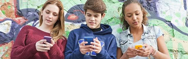 El proyecto de ley pretende rebajar a 13 años la edad para poder registrarse legalmente en las redes sociales
