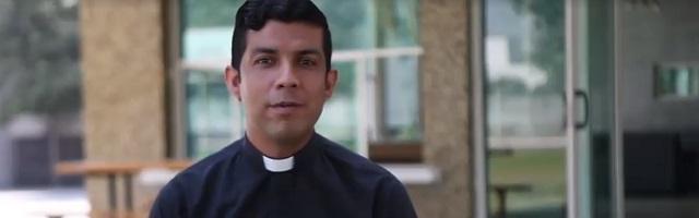 Gabriel se ordenará antes que el resto de sus compañeros y acudirá a su ordenación ya como sacerdote