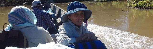 Adelina puede estar navegando cuatro días en canoa hasta llegar a las últimas comunidades que atiende