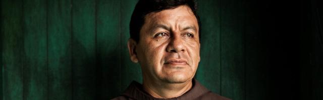 Pese a recibir amenazas por parte de las mafias, fray Tomás sigue ayudando a los inmigrantes