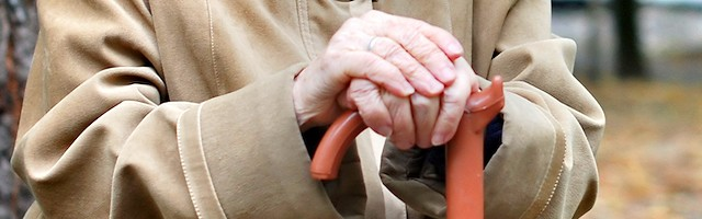 La necesidad de un bastón para caminar, incluso antes de la edad de 75 años que planteaba la primitiva norma holandesa no aprobada, bastará ahora para legitimar la eutanasia.