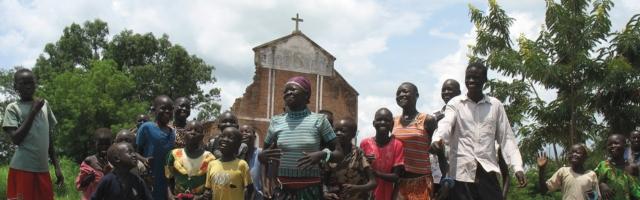 Las antiguas comunidades formadas por laicos en los años 70 y 80 necesitaban unirse bajo una sola pastoral