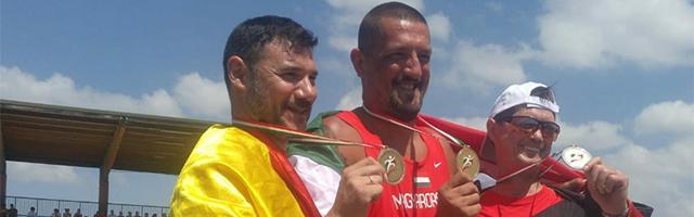 Sergio Cobos, medalla de bronce, el primero por la izquierda en Cagliari