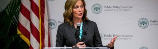 Amy Coney Barrett es una juez católica que podría ser elegida por Trump para el Tribunal Supremo, cargo vitalicio