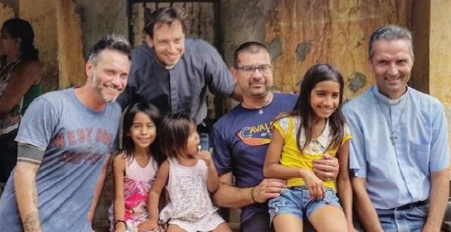 Nek acudió a Brasil con varios sacerdotes y voluntarios del movimiento Nuevos Horizontes