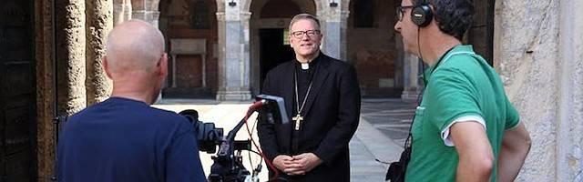 El obispo Barron pide una mayor presencia de sacerdotes allí donde están los no evangelizados o los alejados: entre otros puntos, los medios.