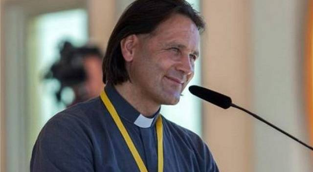 El padre Ciril Cus es un asiduo a Medjugorje y gracias a su testimonio ayuda a muchos jóvenes con profundas heridas