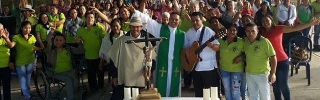 El joven padre Javier, con valentía y paciencia fue logrando espacios de libertad y transformando su zona parroquial