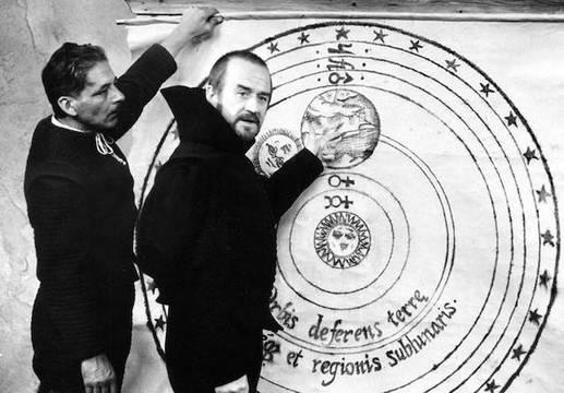 Cyril Cusack en «Galileo» (1968), dirigida por Liliana Cavani. En el centro de la nueva visión del universo ya no iba a estar la Tierra, sino el Sol.