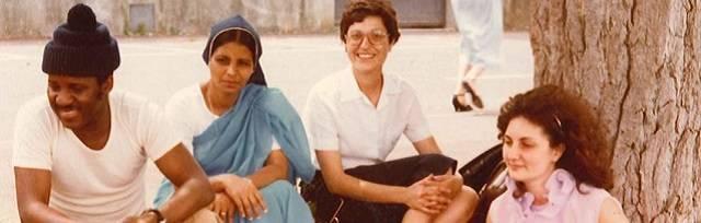 Esther Paniagua, en el centro de la imagen, y Caridad Álvarez, que no aparece en la foto, fueron asesinadas en la puerta de la capilla