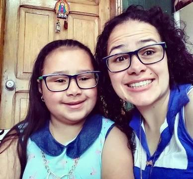 Verónica, con su hija: ambas son felices y afrontan con alegría una nueva etapa en su vida.