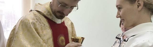 El padre Paganini, misionero italiano, en Siberia, donde los católicos descienden de deportados y presos