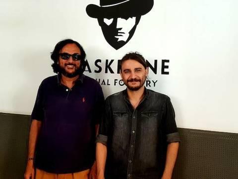 José María Zavala, director de «El Misterio del Padre Pío», a la izquierda, junto a Javier de la Cruz, autor de la banda sonora.