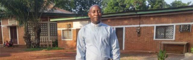 El sacerdote católico centroafricano Ludovic Berthin Kpefio