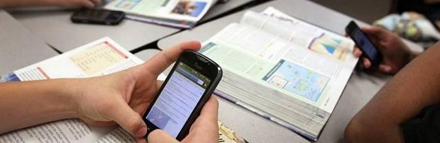 El psicólogo Marc Masip aboga por la prohibición de los teléfonos móviles en los colegios
