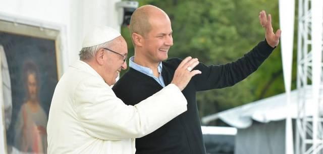 El Papa Francisco se reunió este sábado con más de 30.000 jóvenes lituanos junto a la catedral de Vilnius