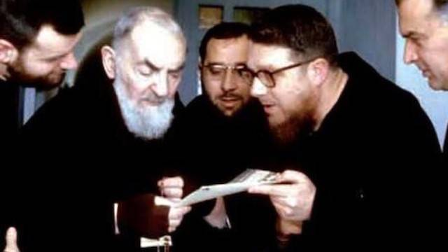 Renzo Allegri descarta razones políticas o teológicas en la animadversión que sufrió el Padre Pío en varios momentos de su vida.